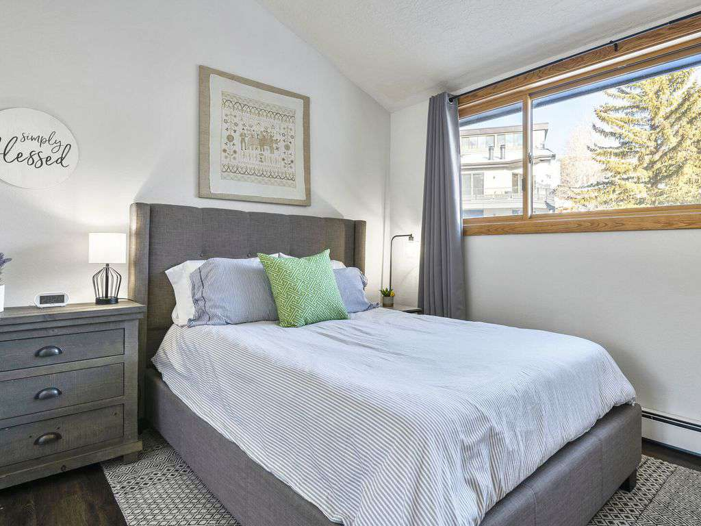 Second guest bedroom on the second floor with large windows