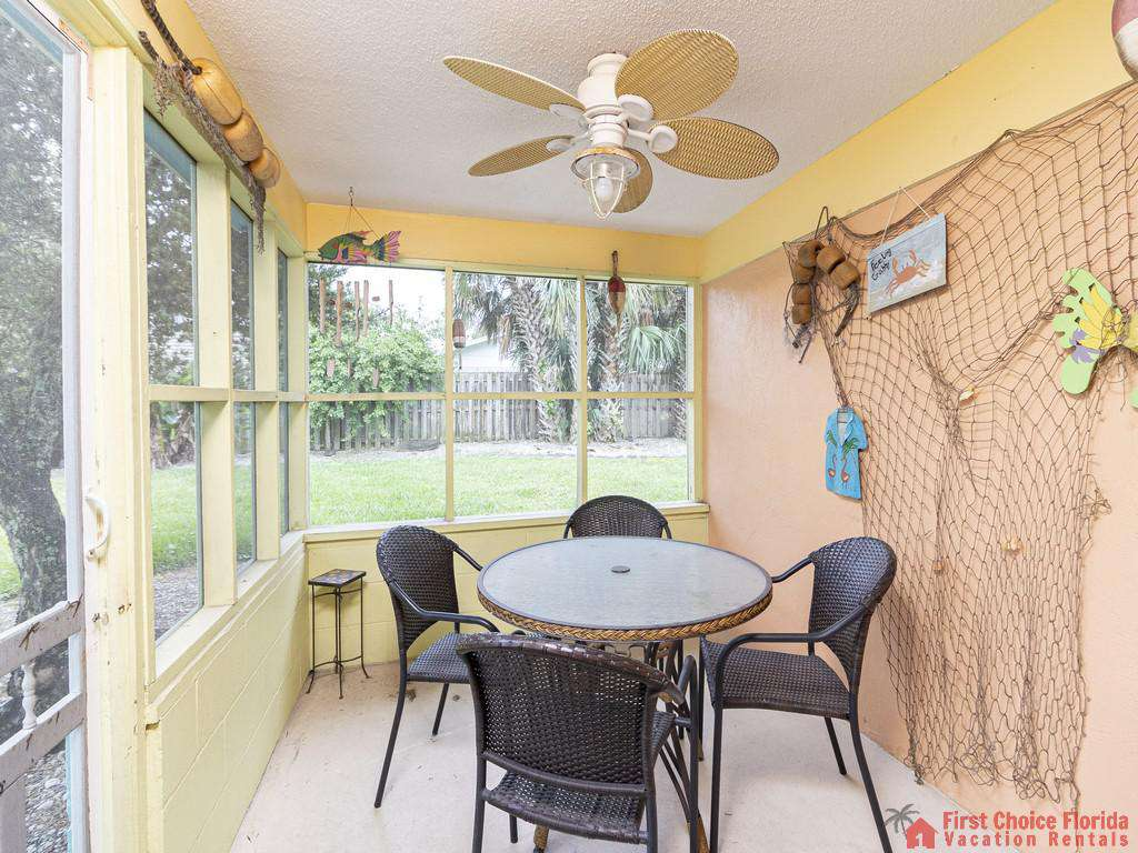 Coastal Cottage A - Screened in Patio