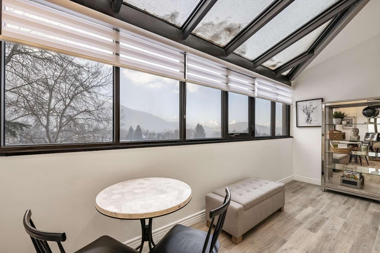 Sitting area under view windows