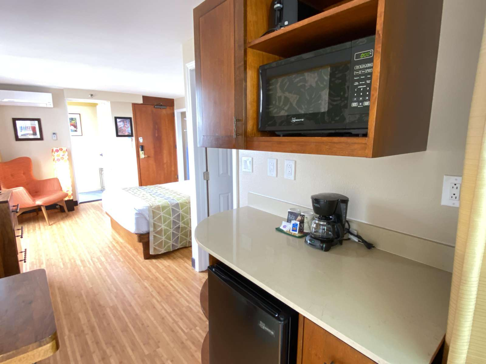 Well equipped kitchenette - ideal for meals at home.