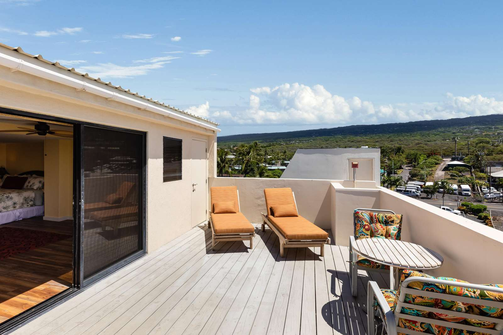 Private Sun deck off of upstairs bedroom
