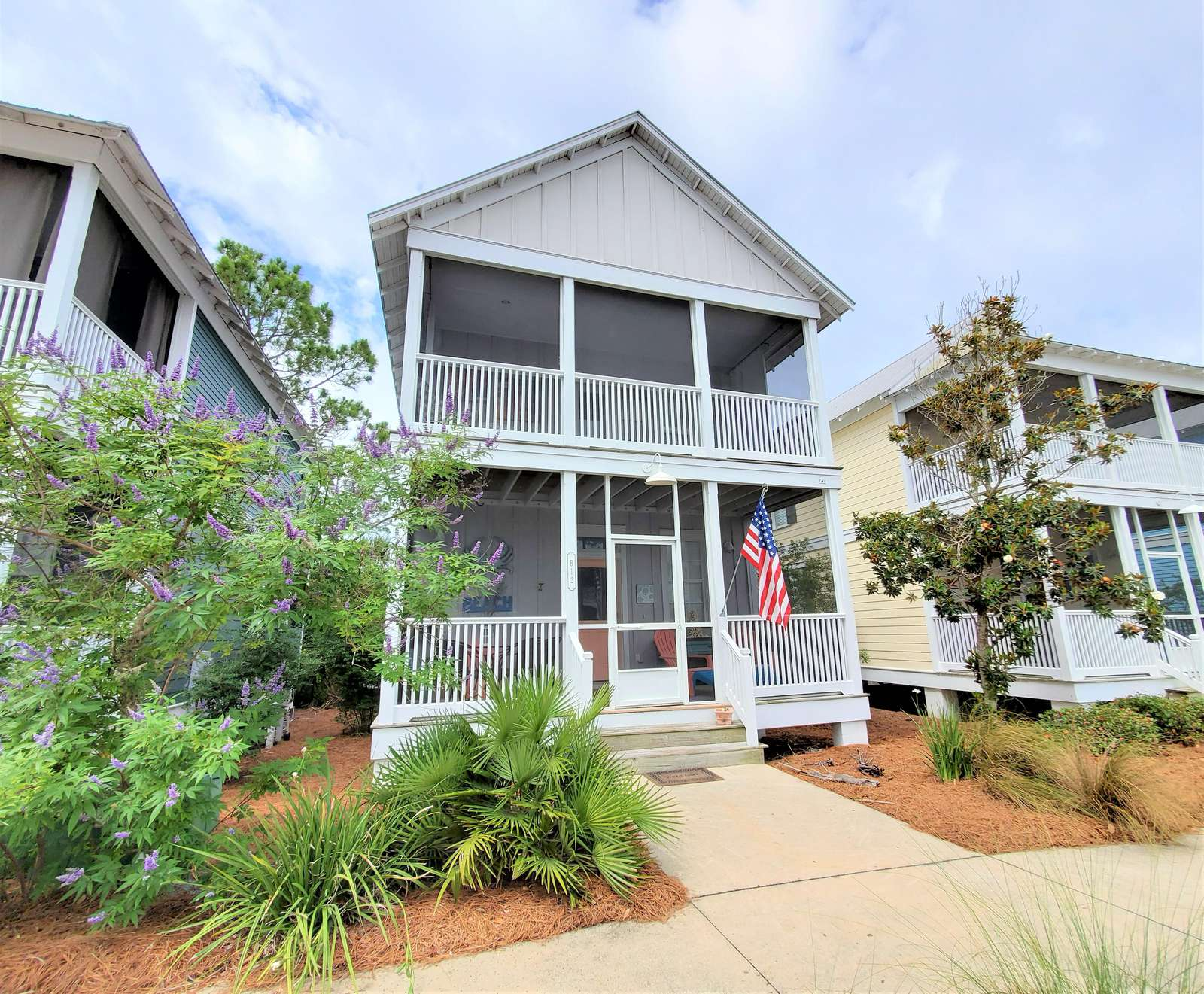 Cottage with 2 screened porches - property