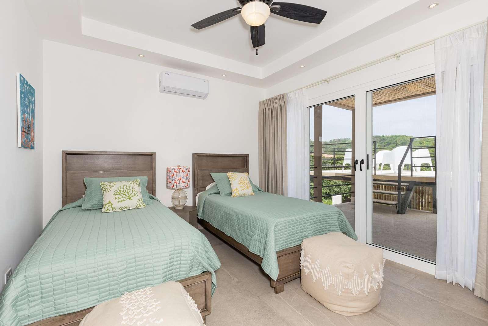 Guest bedroom, 2 twin beds, walk in closet, private bathroom