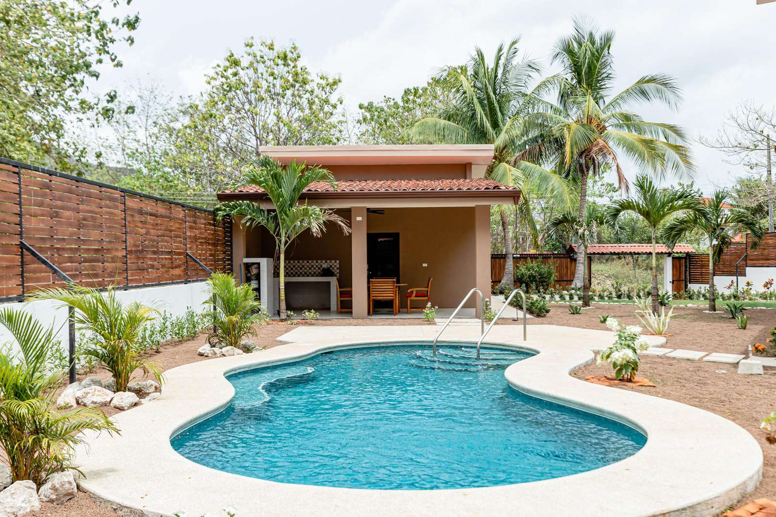Pool and detached apartment