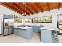 Main house Kitchen thumb