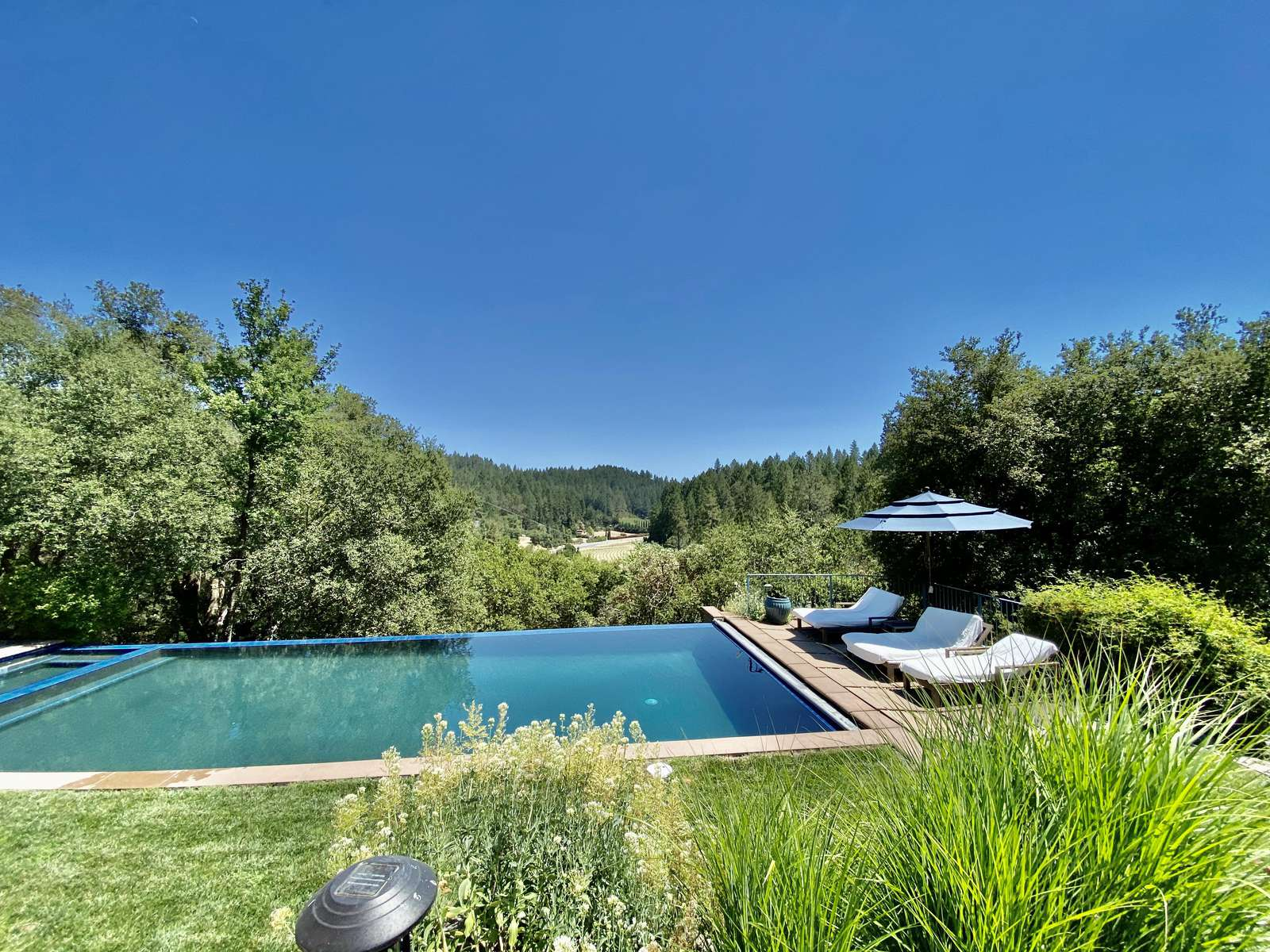 Villa Luba Helena's large heated infinity edge pool overlooking Napa Valley - property