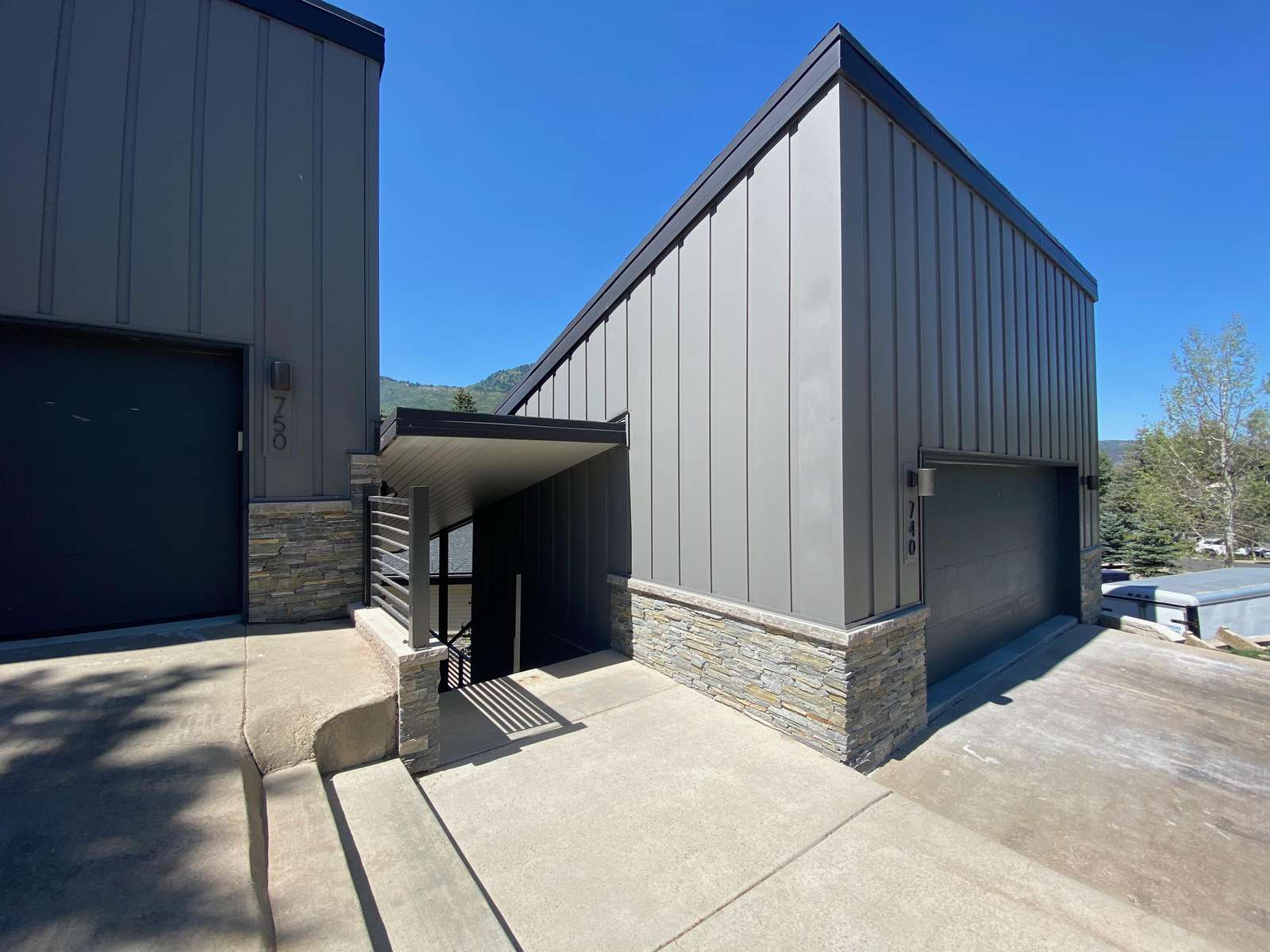Garage and parking in the driveway