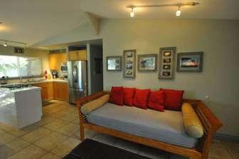 PAPAYA living area twin daybed/seating thumb
