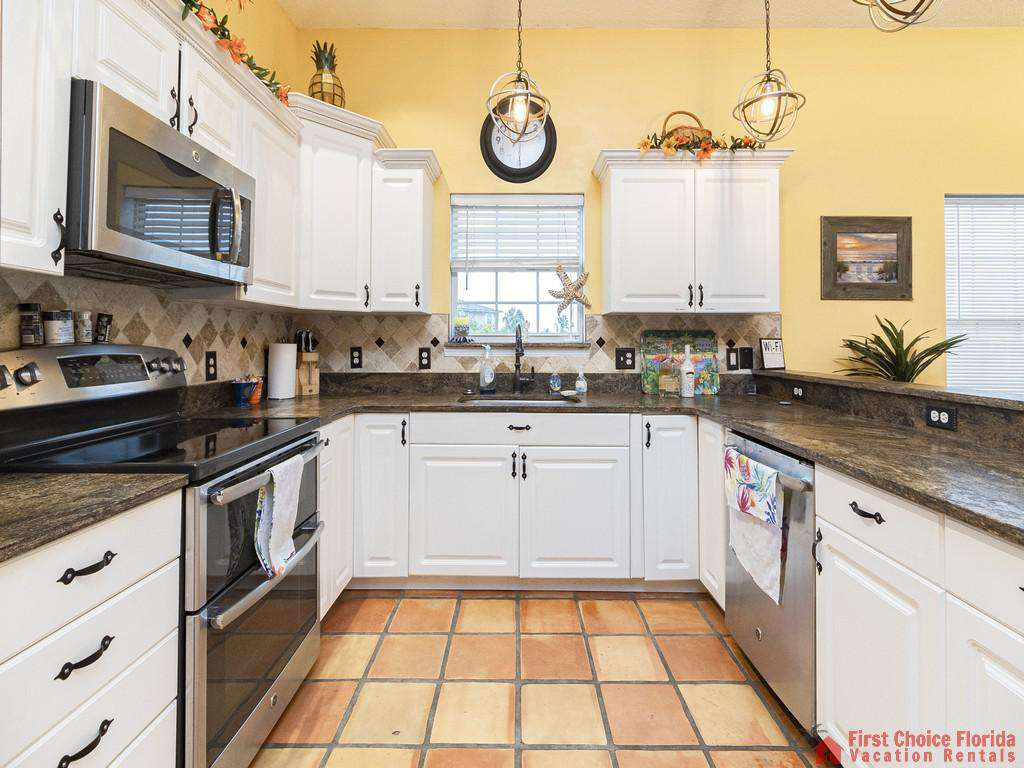 Coastal Hideaway Full Kitchen