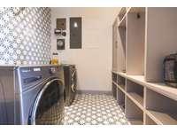 Oversized laundry room thumb