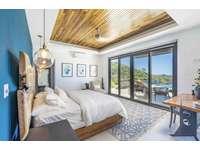 Master bedroom, king bed, amazing ocean views thumb