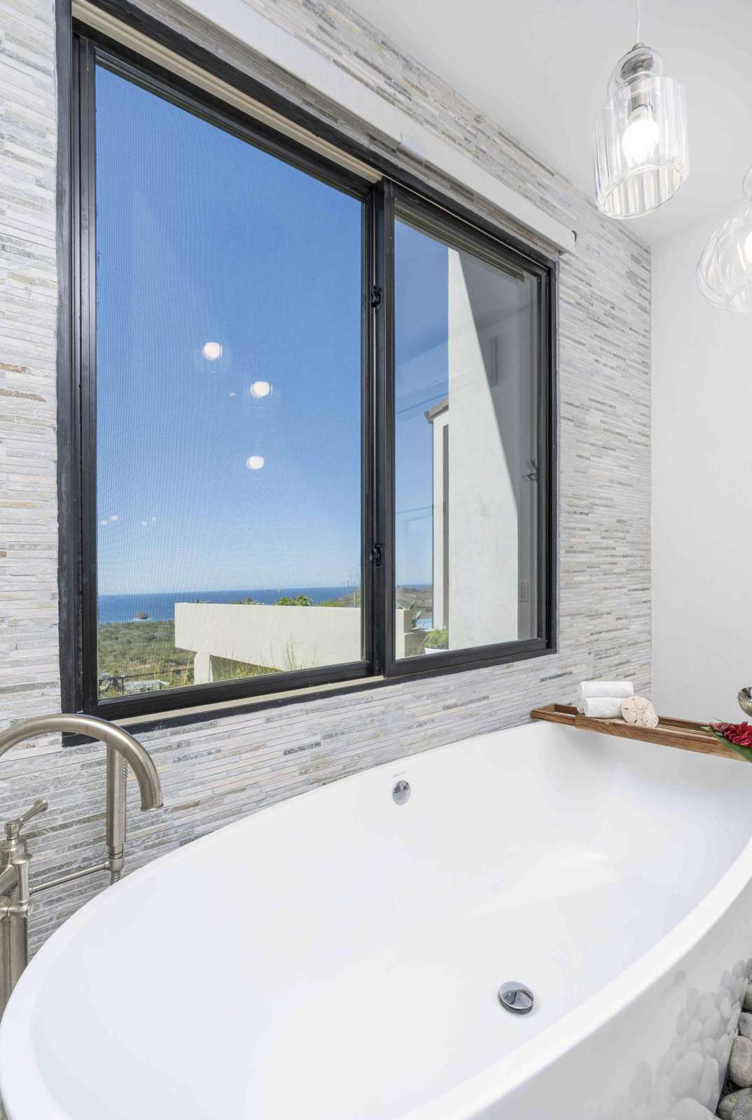 Close up of the garden tub with amazing views!