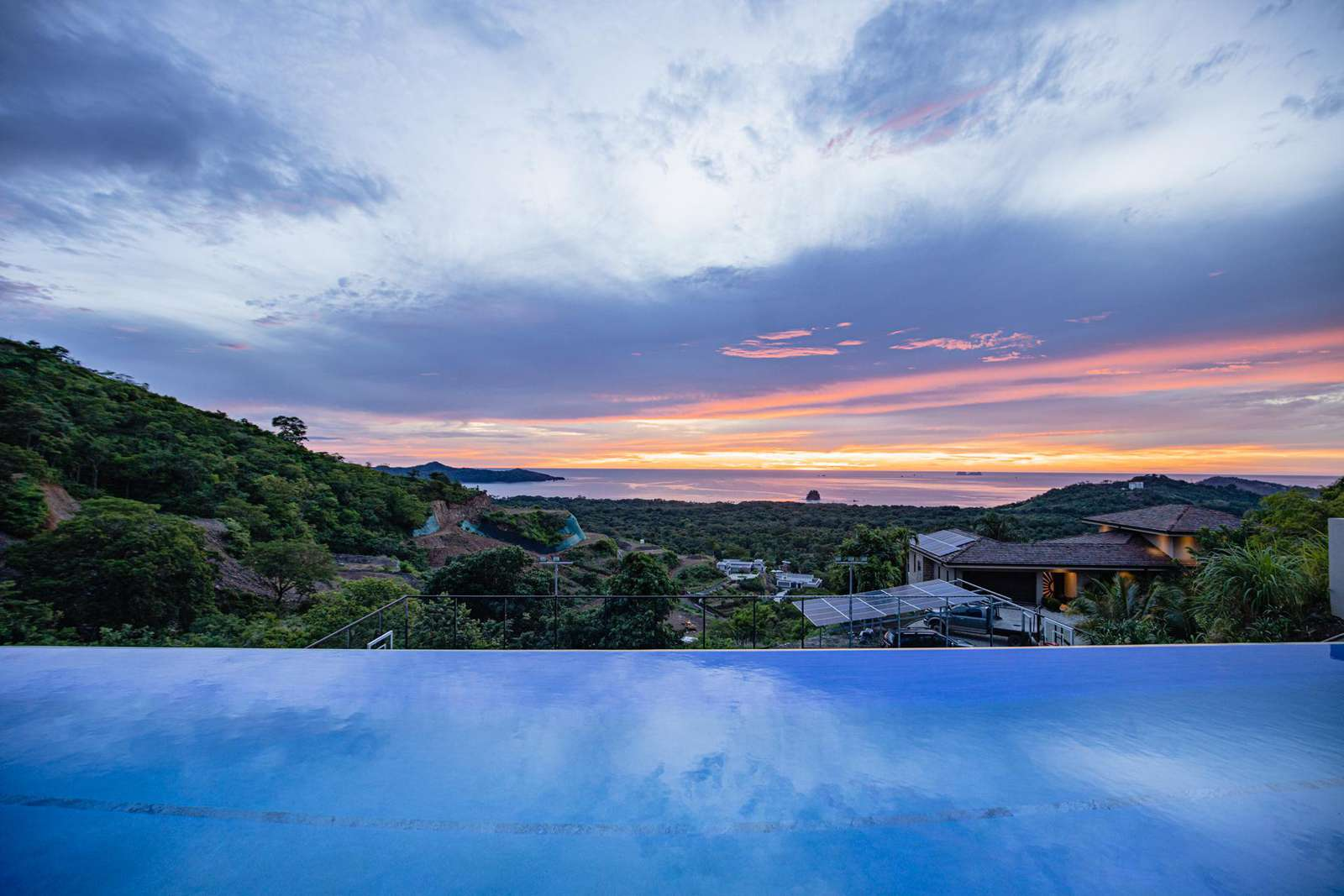 Casa Paraiso, amazing 180 degree ocean and sunset views! 25 Meter infinity lap pool!