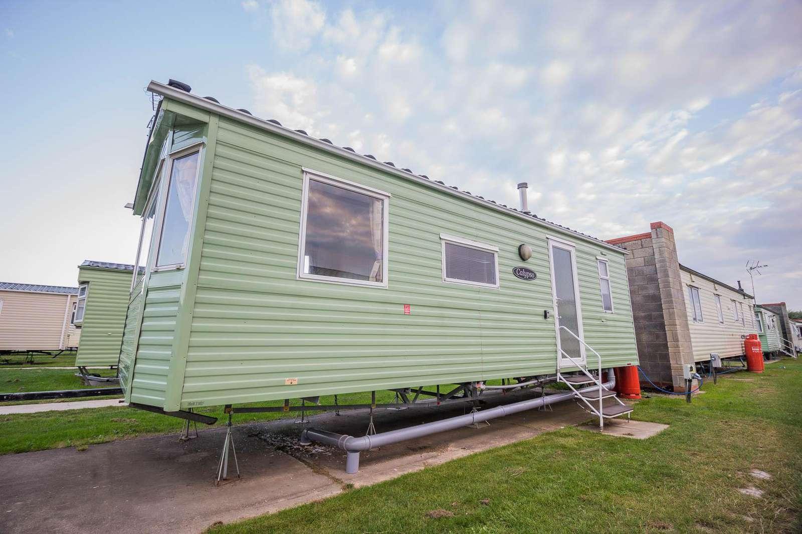 17104P – Pines area, 2 bed, 6 berth caravan. Emerald rated. - property
