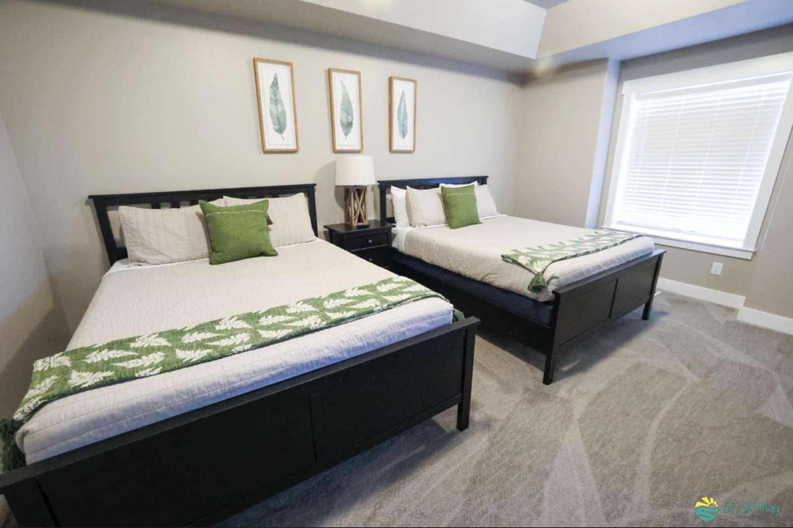 Master Bedroom - 2 Queen Beds - property