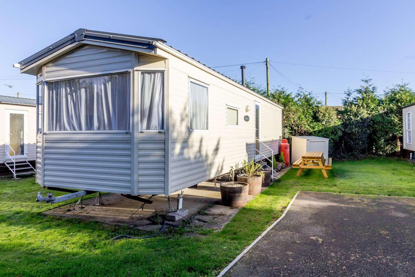 10005G – G area – 3 bed, 8 berth caravan. Emerald rated. - property