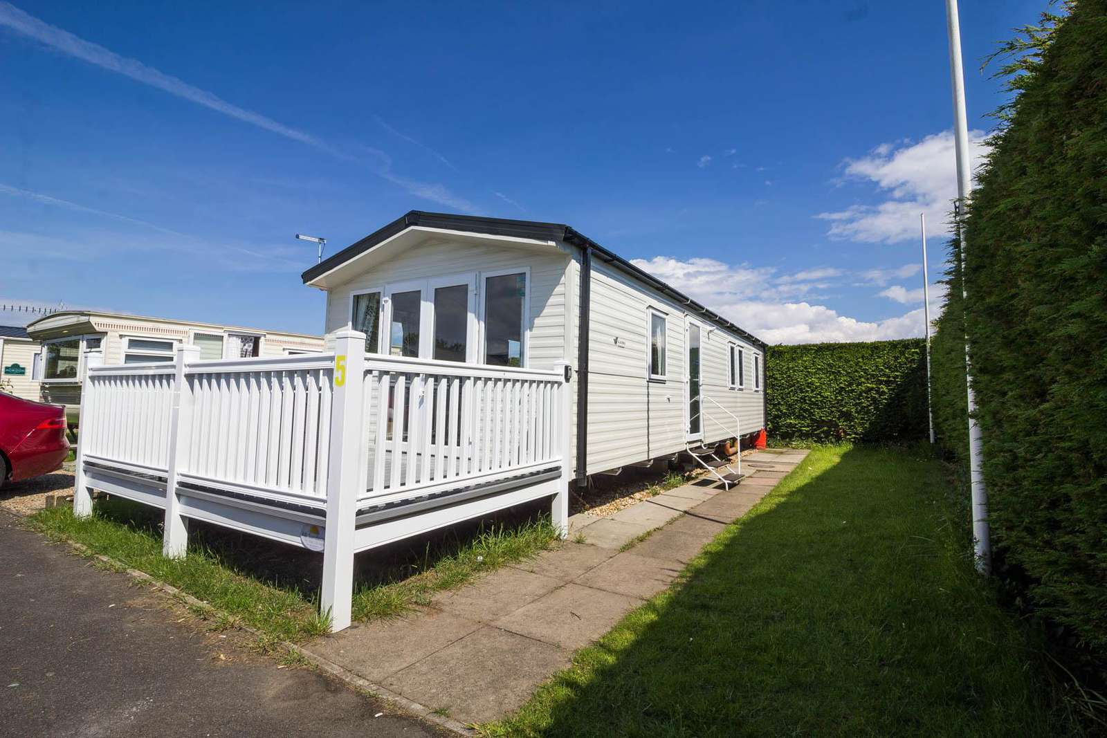 33005ML – Maple Lake area, 3 bed, 8 berth caravan with D/G & C/H. Diamond-Plus rated - property