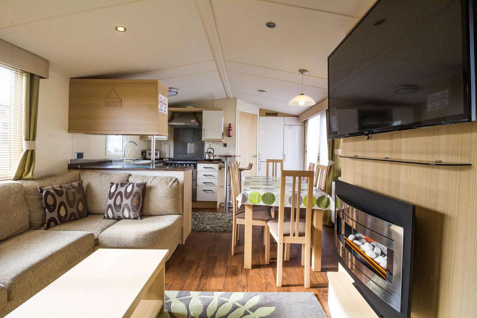 30024D – Dilham area, 3 bed, 8 berth caravan with D/G & C/H. Diamond Rated. - property