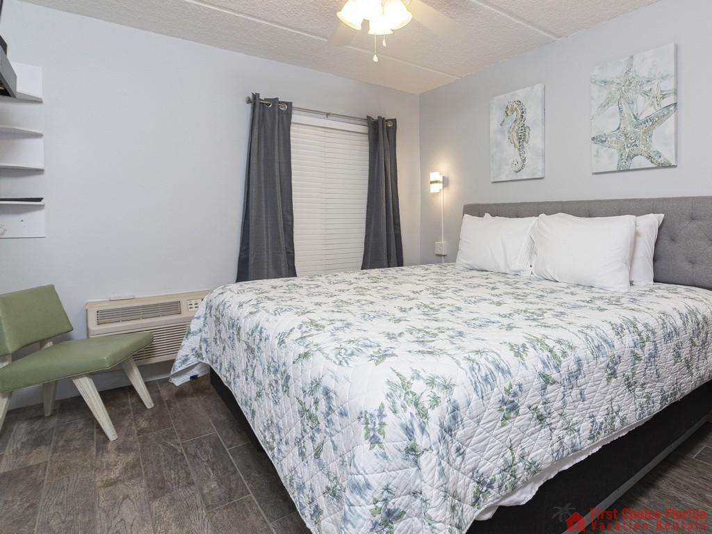 Beachers Lodge 131 Bedroom with Window