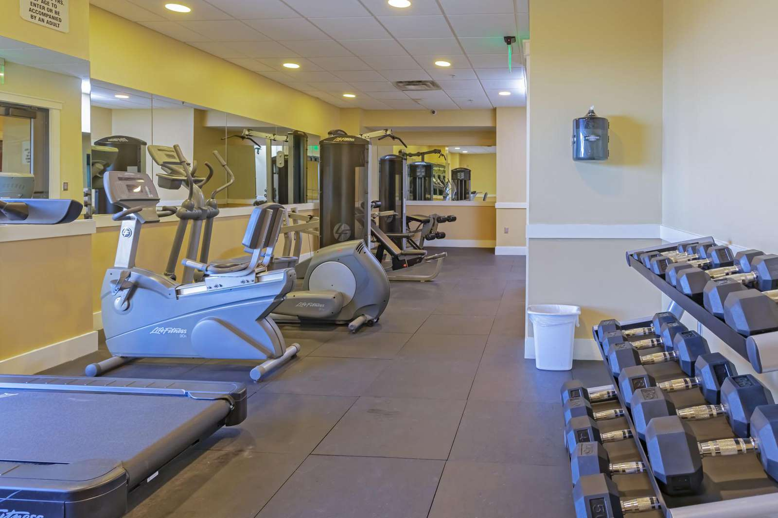 Nicely kept exercise room!