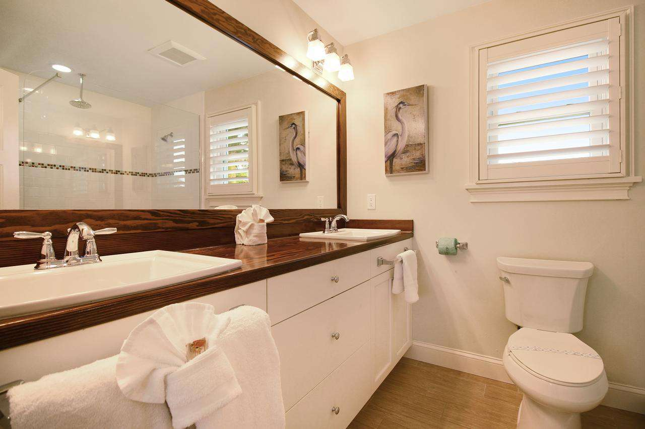 Full bath attached to Queen bedroom