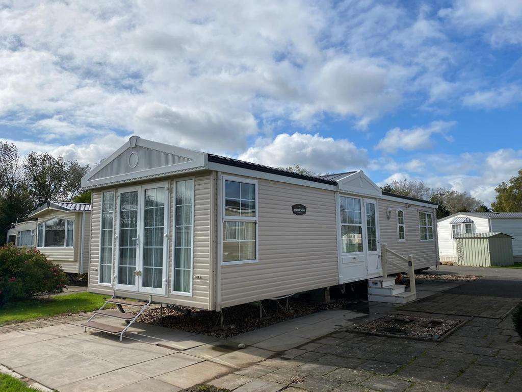 33138S – Sunrise area, 2 bed, 6 berth caravan with D/G & C/H. Diamond rated. - property