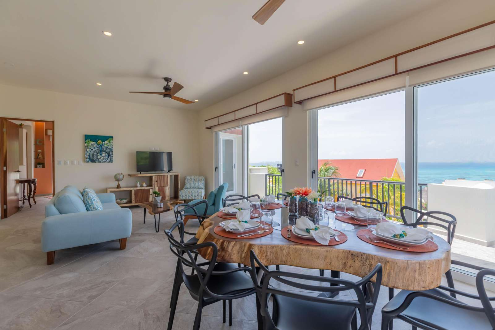 2nd Floor Living Room/Dining Room