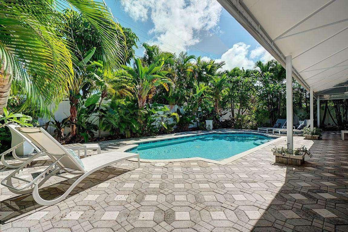 Tropical Paradise Pool - property