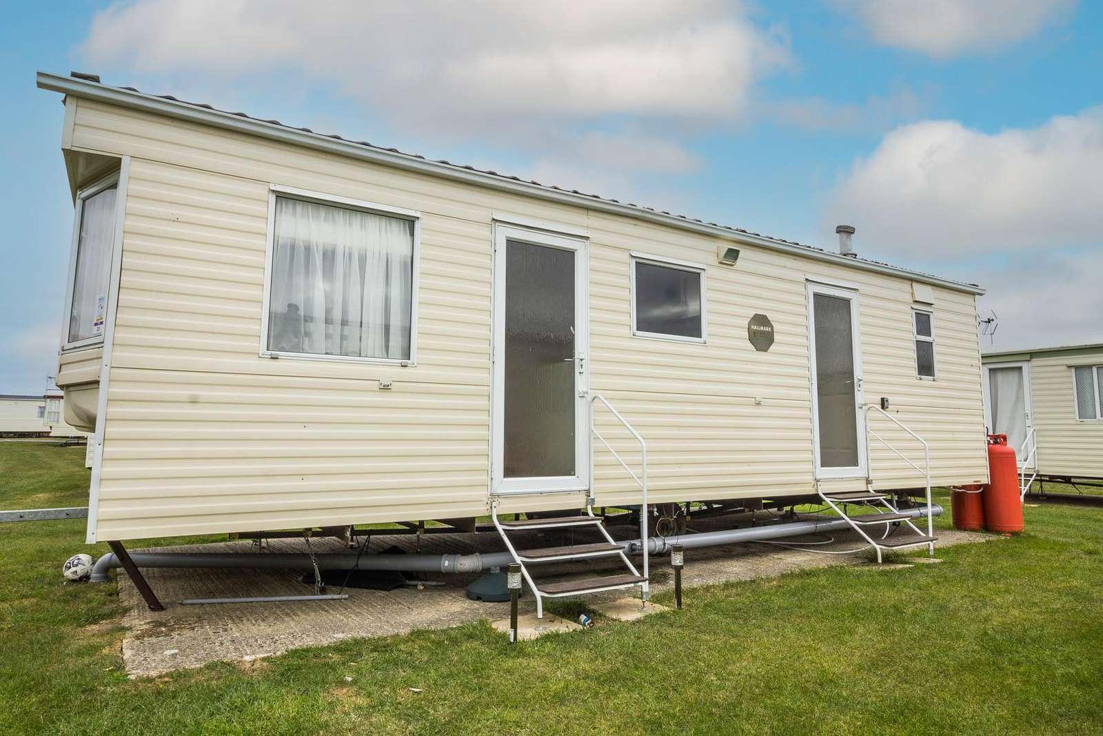 29020Y – Y Area, 2 bed, 6 berth caravan with panel heating. Emerald rated. - property