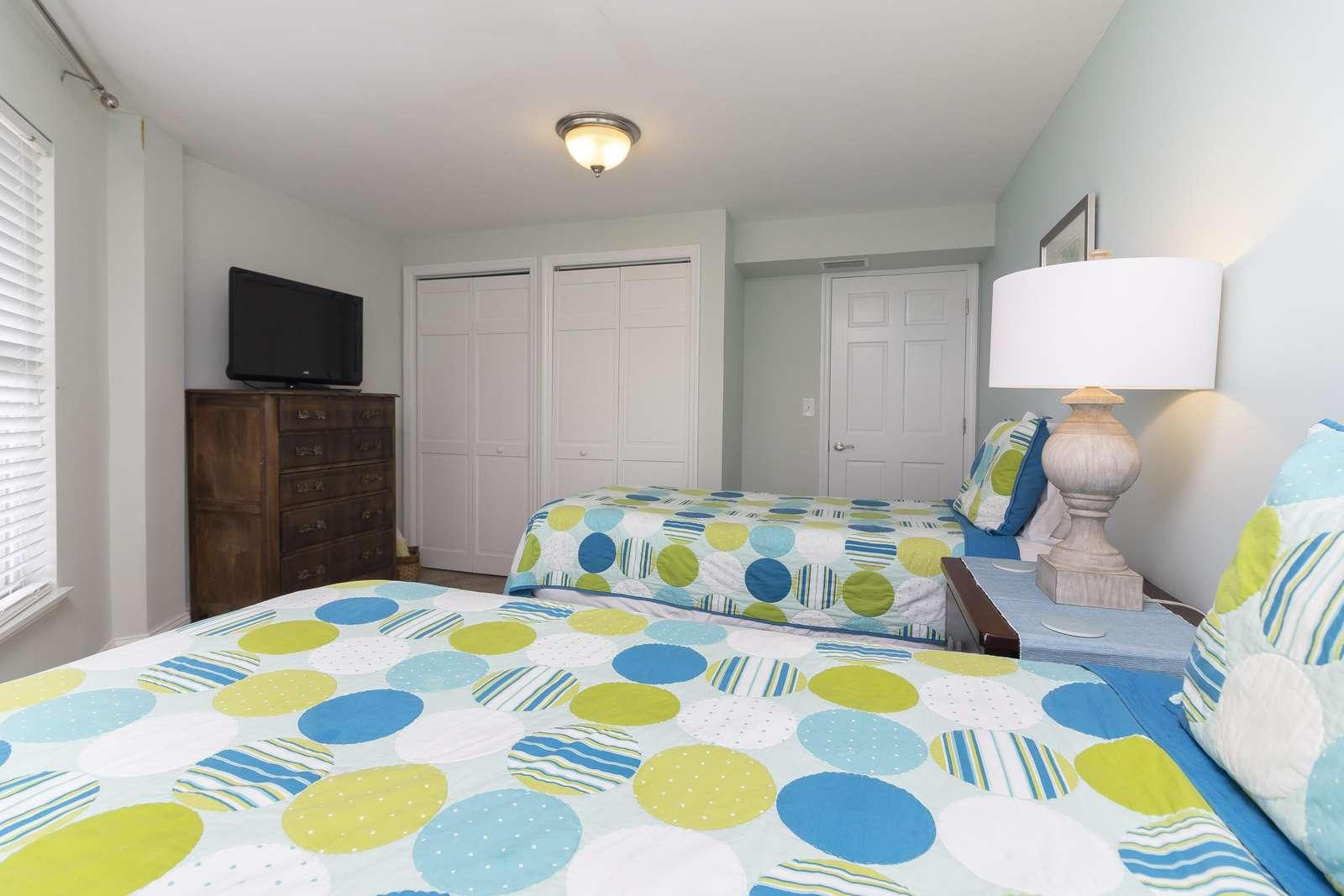 Ocean Sunrise - Twin Beds with TV 1st Floor