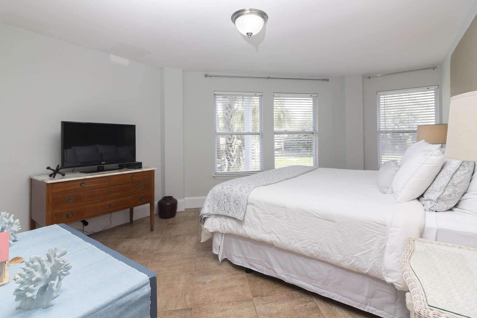 Ocean Sunrise - Guest Bedroom 1st Floor