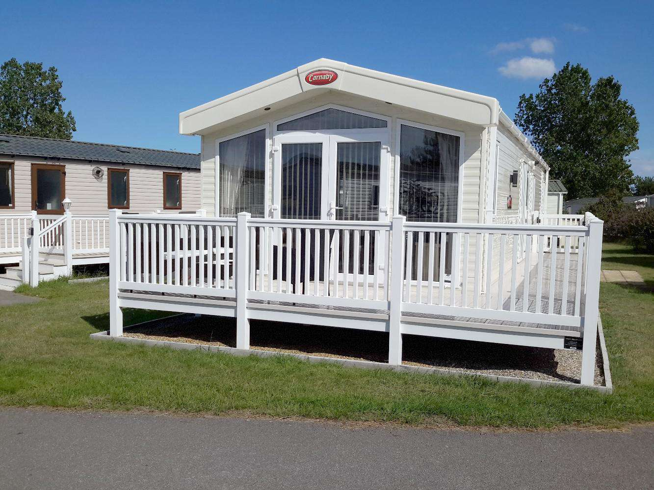 22006E- Eagle View area, 2 bed, 4 berth lodge with decking. Platinum-Deluxe rated. - property