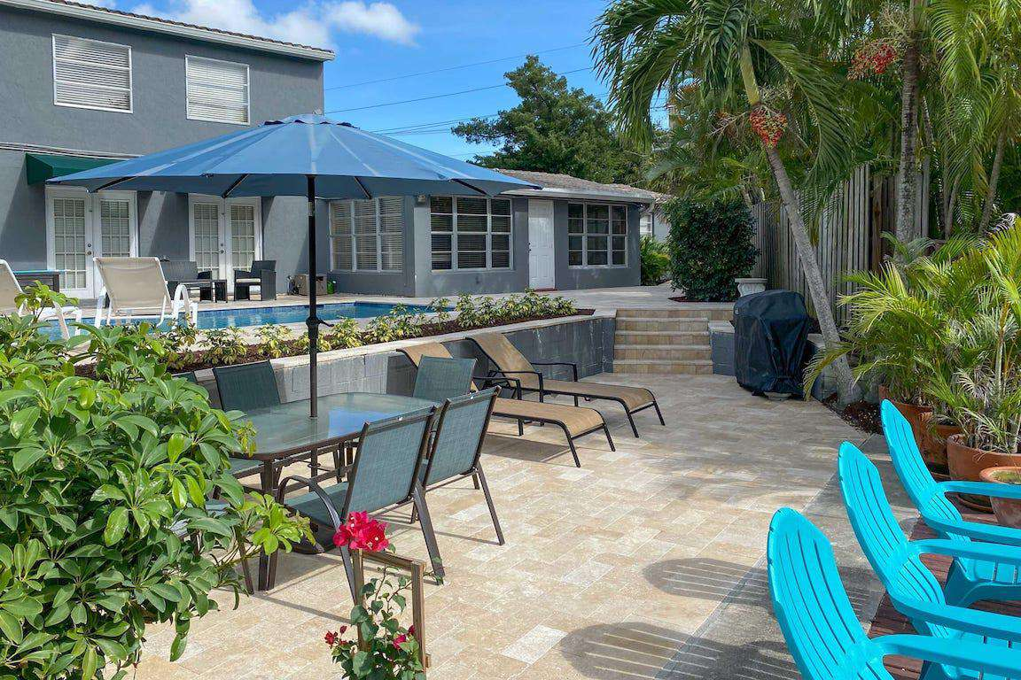Relaxing Patio on Canal - property