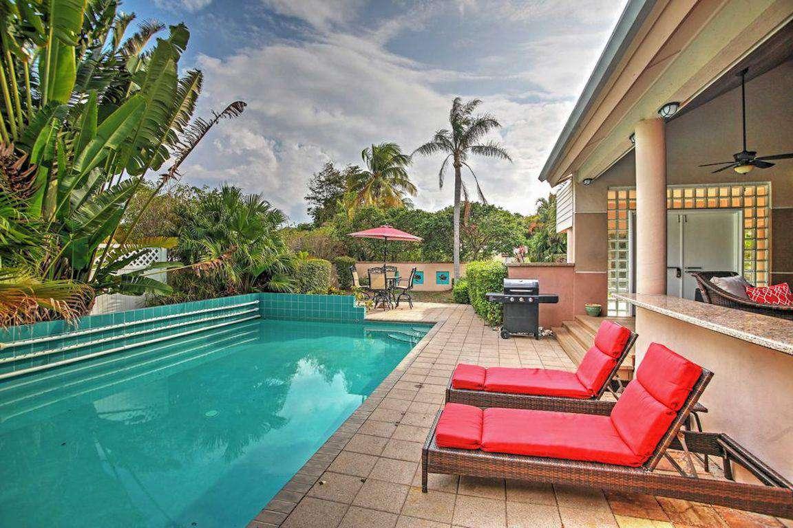 Pool Paradise - property