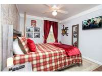Harry Potter room Queen size bed thumb
