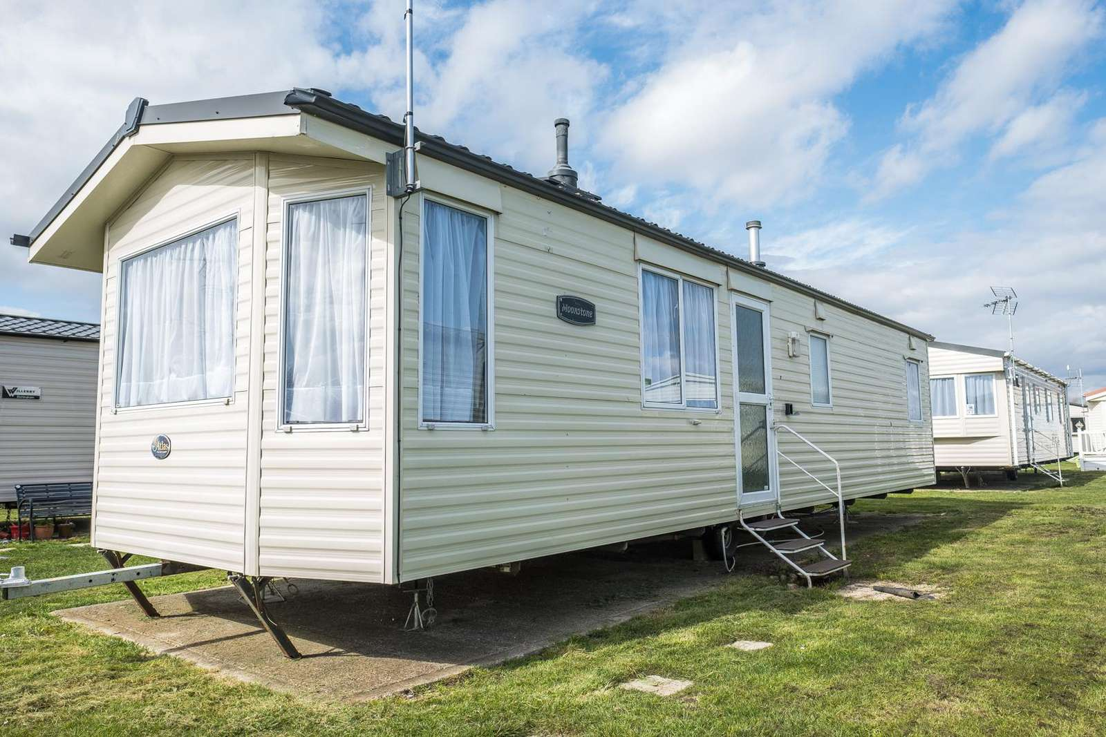 28021CW – Constable Way area, 3 bed, 6 berth caravan near to amenities. Emerald rated. - property