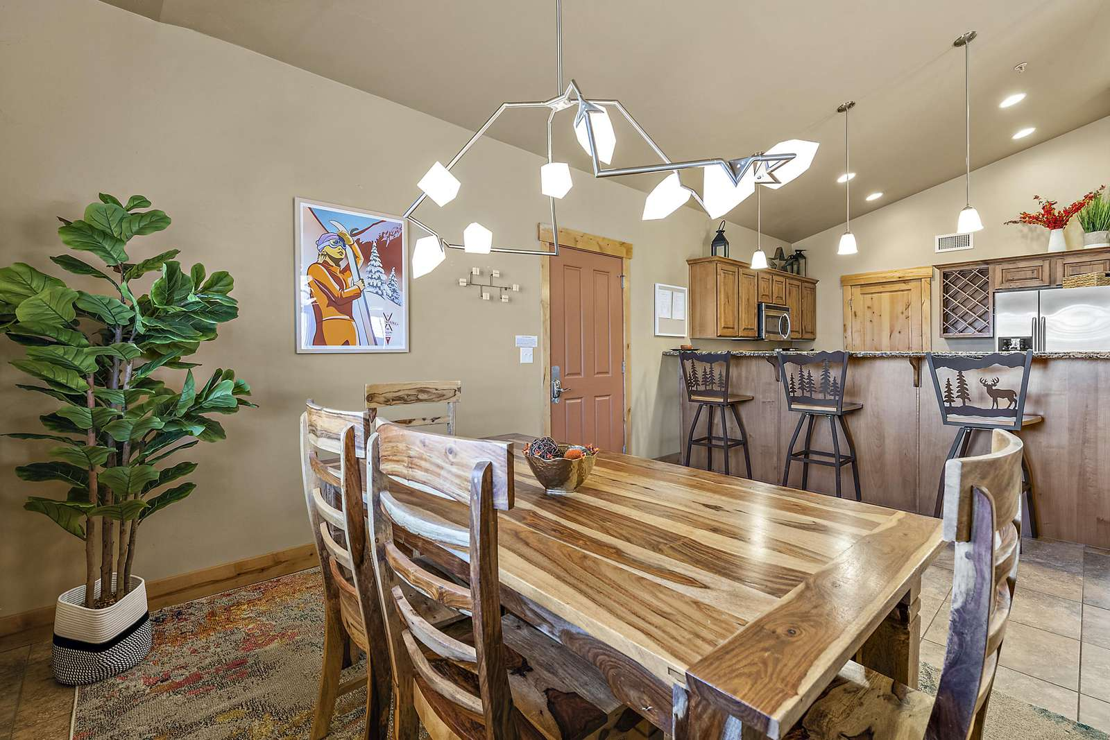 Attractive dining area next to kitchen