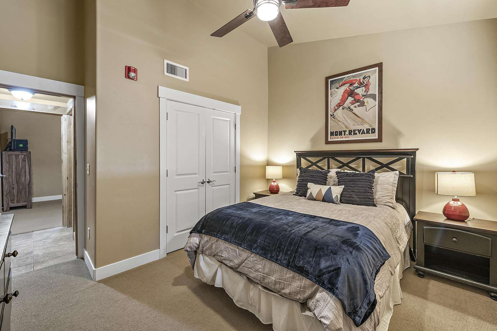 Guest bedroom with spacious closet