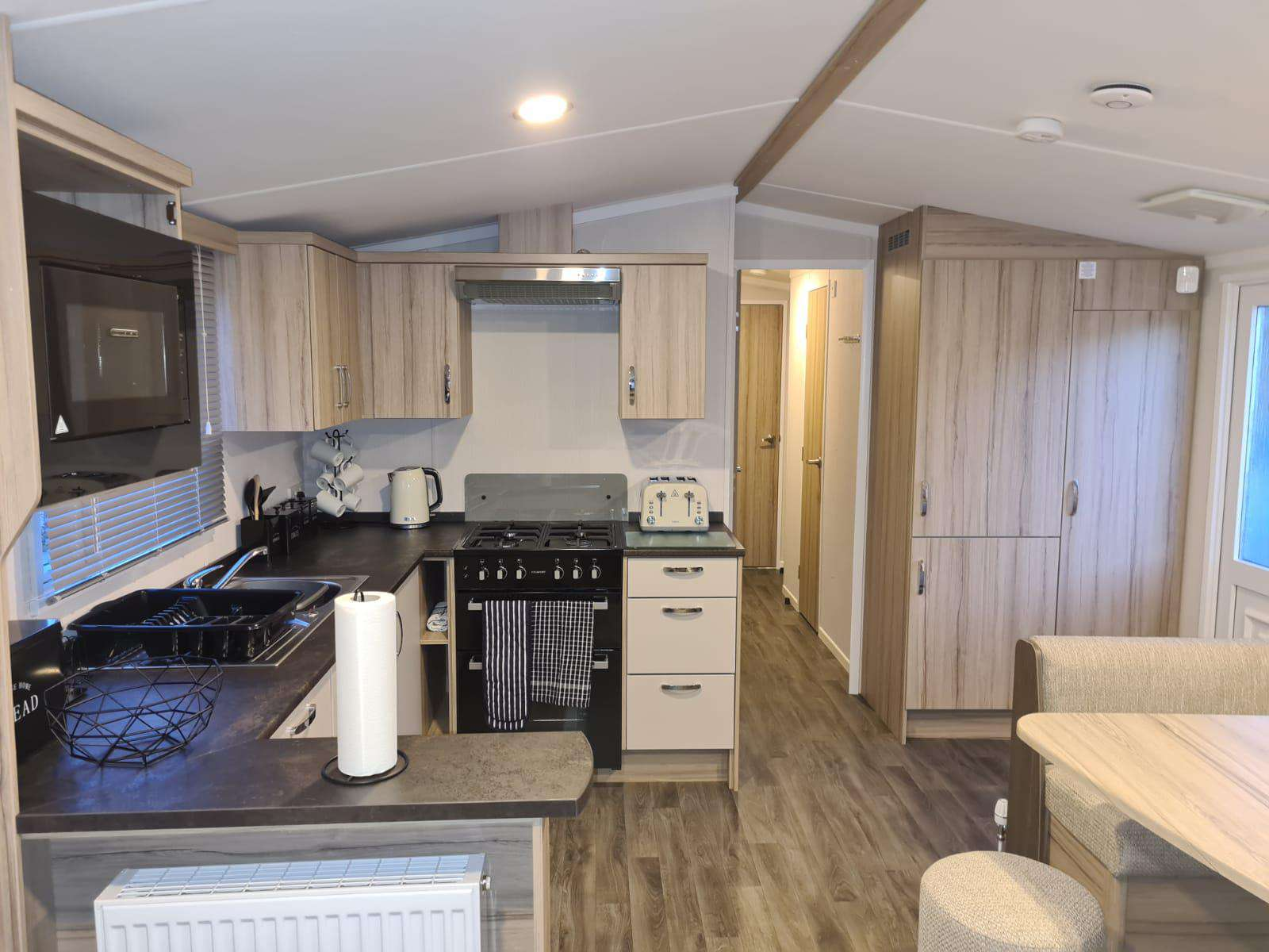 33099V – Vintage area, 3 bed, 8 berth caravan with D/G & C/H. Diamond rated. - property