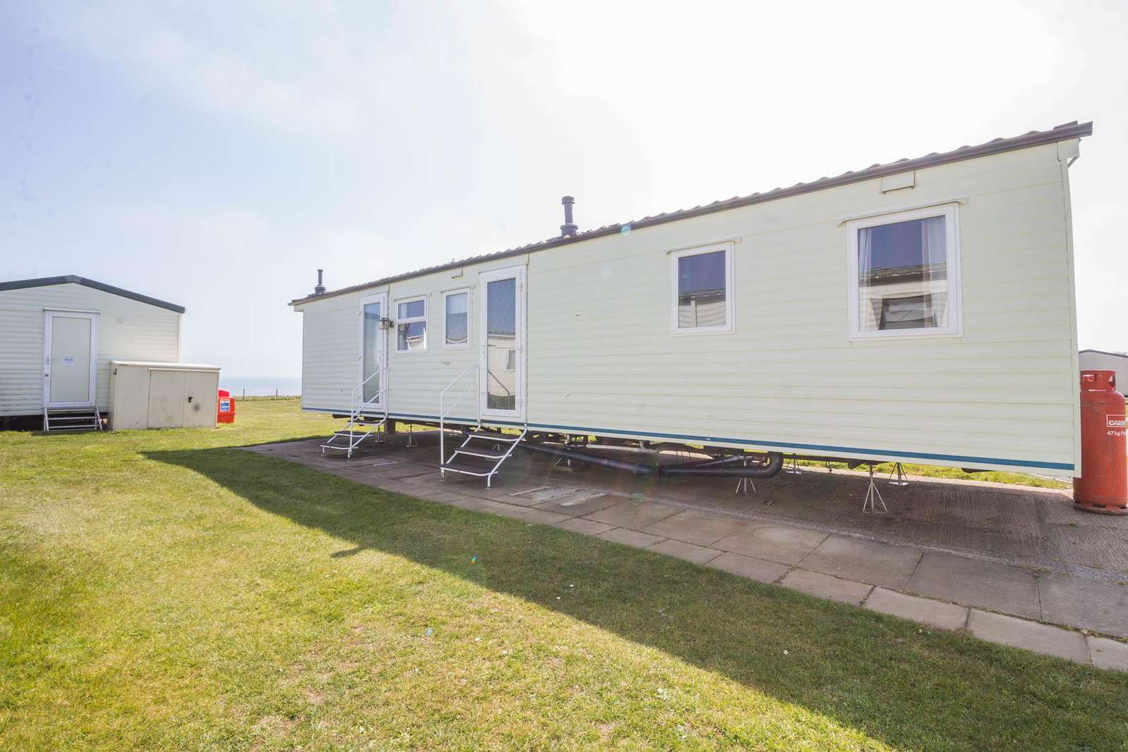 41148NF – Northfield area, 3 bed, 8 berth caravan with a sea view. Ruby rated. - property