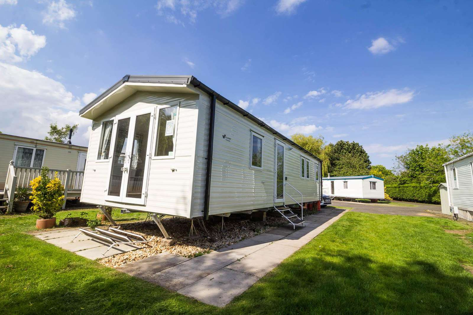 33050M – Morningside area, 3 bed, 8 berth caravan with D/G & C/H. Diamond rated. - property