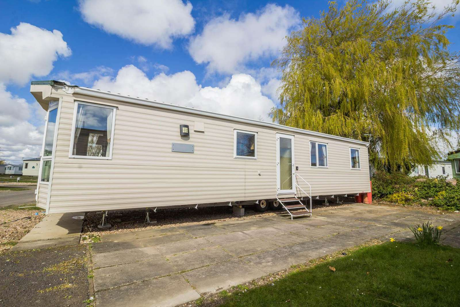 33053S – The Springs area, 3 bed, 8 berth caravan with D/G & C/H. Ruby rated. - property