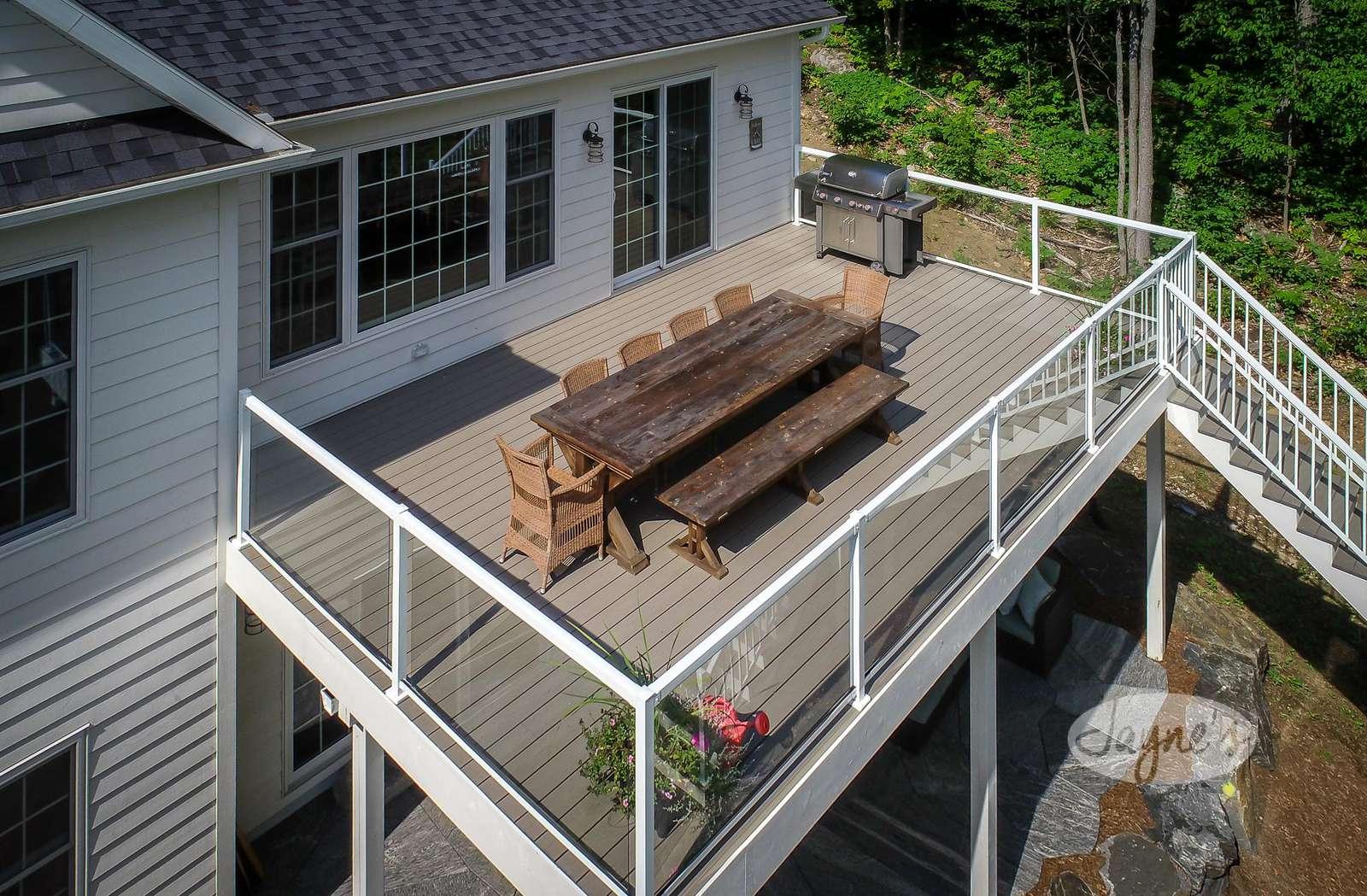 Upper Deck & Outdoor Dining