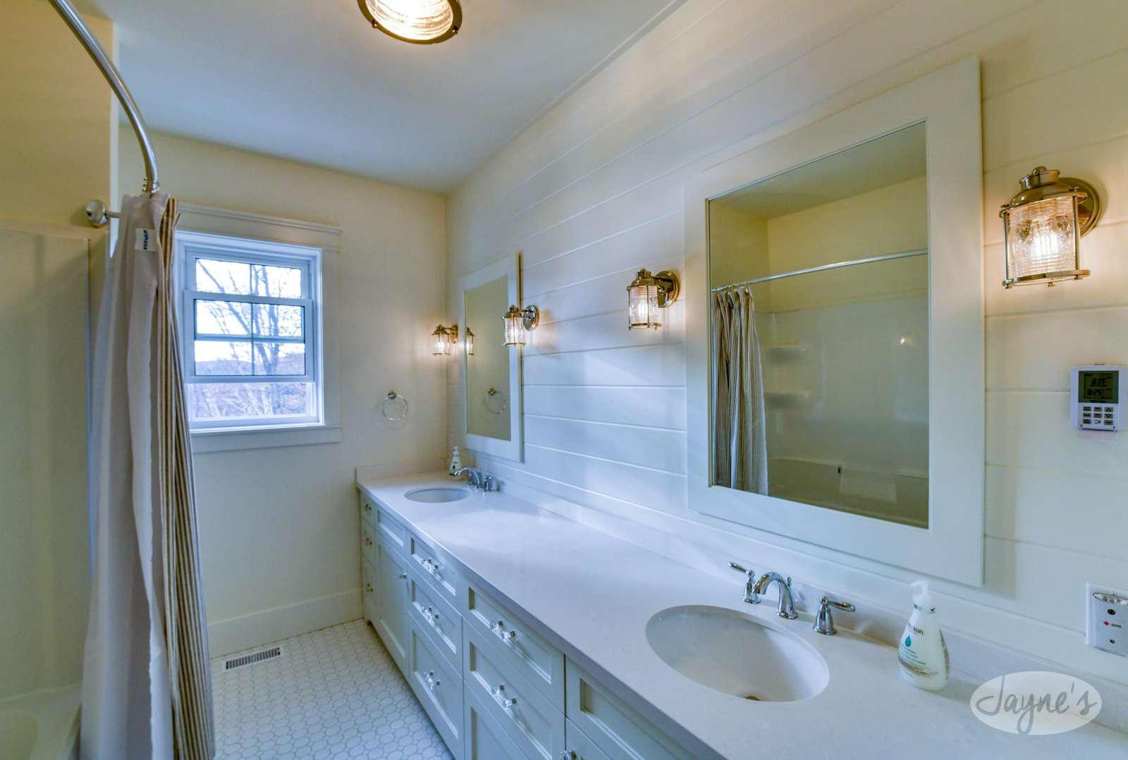 Main Level - Bathroom