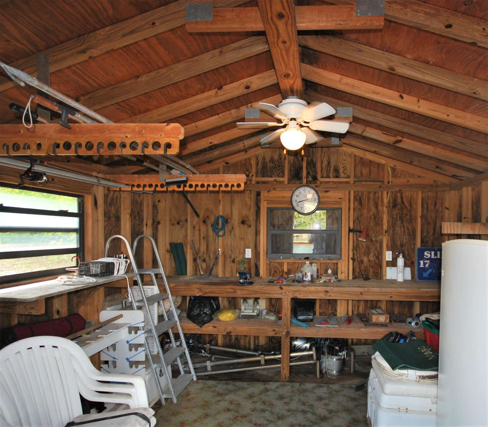 The Boat House has plenty of storage area to keeo your fishing and dive gear safe