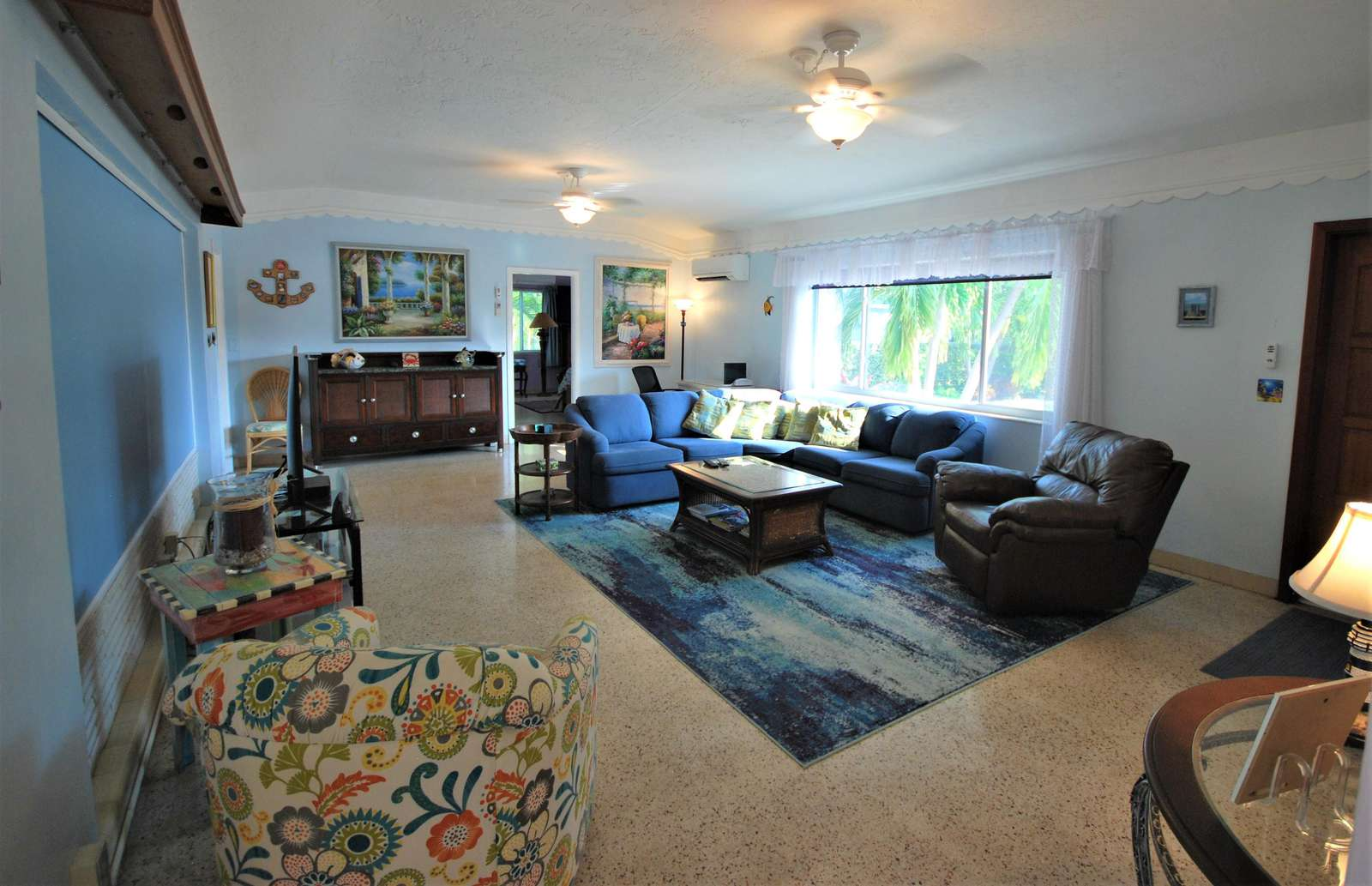 Spacious Living room with Sofa, Arm chairs, Flat screen TV Ceiling fan and remote Mini-Split A/C