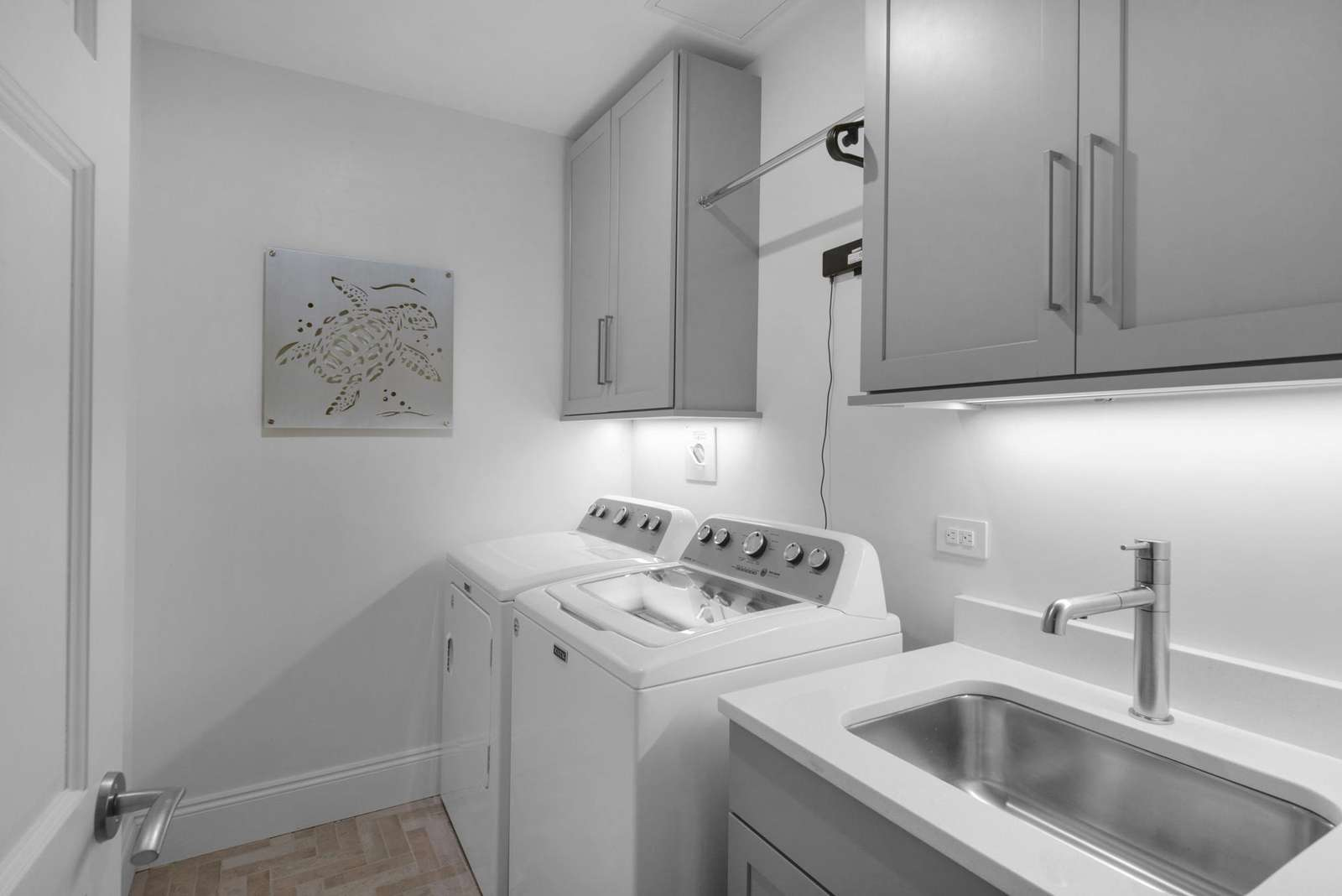 Laundry room w/sink