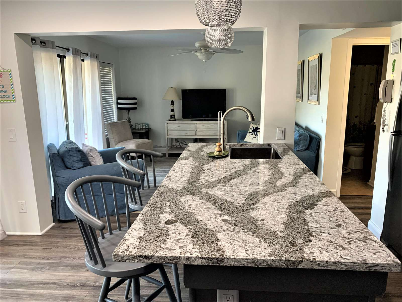 Open Floor Plan from kitchen to livingroom