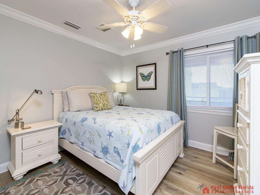See Ray Shores - Guest Queen Bedroom