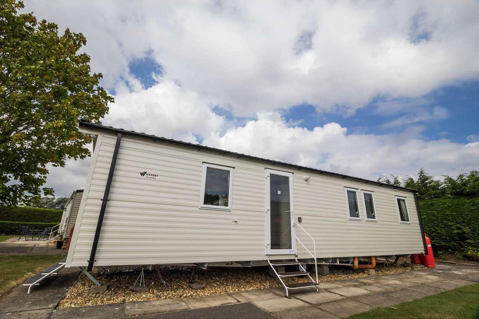 33022S – Springs area, 3 bed, 8 berth caravan near amenities. Diamond rated. - property